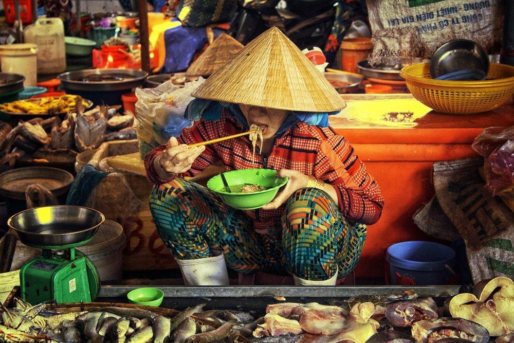 ויאטנמי אוכל בשוק הצף בויאטנם - Wild Travel