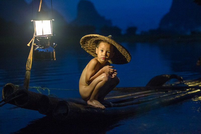 ילד של דייג קורמורנים ליד גווילין, סין - Wild Travel