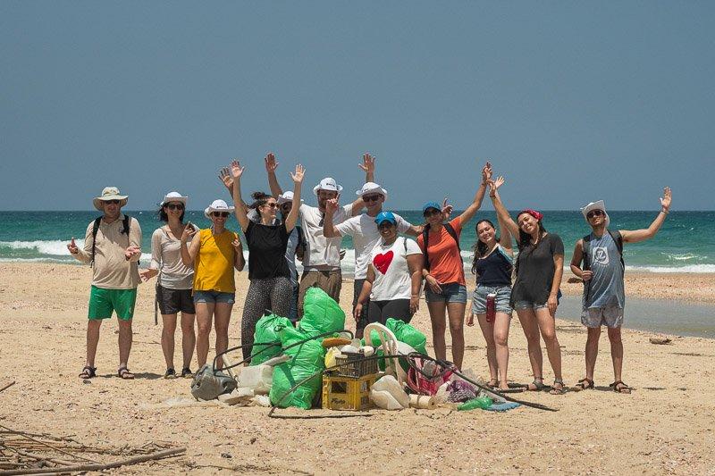ניקוי חופים - איסוף זבל בחוף פלמחים - Wild Travel