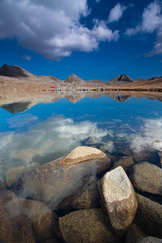 אגם אלפיני בהרי פירין בבולגריה  - הדגמה של עריכת התמונה בלייטרום ושינוי סלקטיבי של צבעים ב HSL - Wild Travel