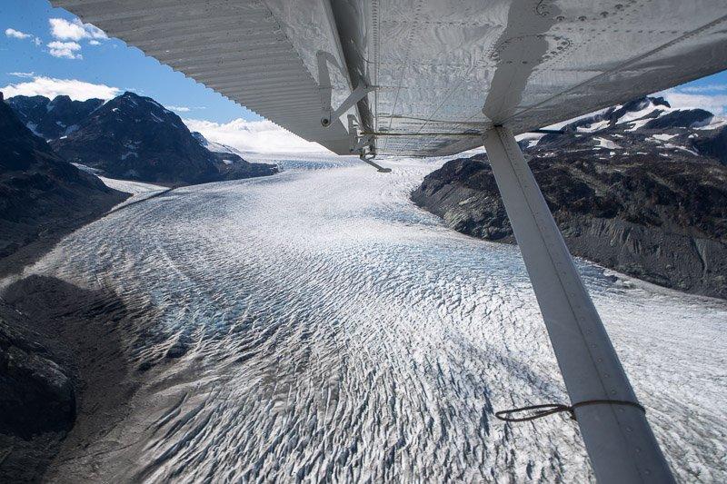 מבט מהמטוס על קרחון ג'ייקובסון ברכס הרי החוף של קולומביה הבריטית, קנדה - Wild Travel