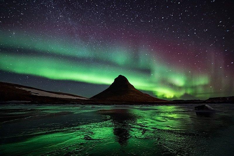 זוהר צפוני מעל להר הכנסיה בחצי האי סניפלסנס במערב איסלנד - Wild Travel