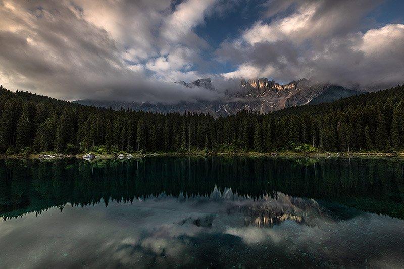 שקיעה באגם קרצה, דולומיטים איטליה - Wild Travel