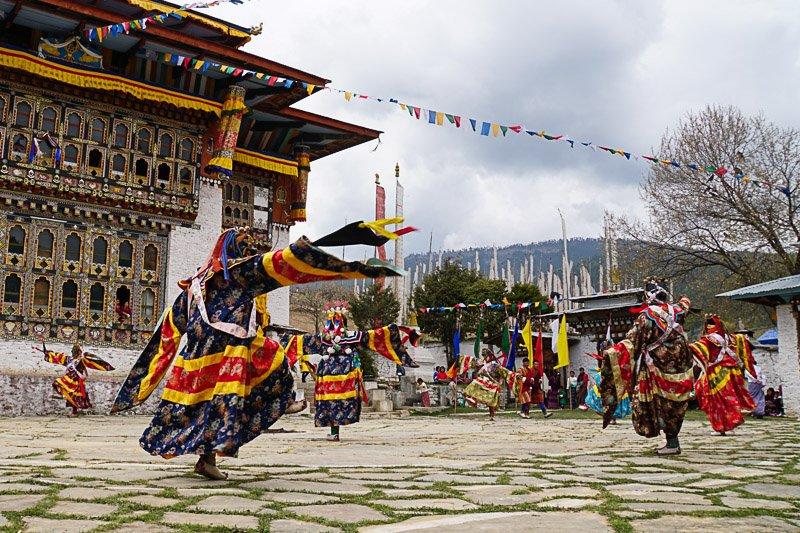 טקס ריקוד המסכות המסורתי במקדש בודהיסטי, בהוטן - Wild Travel