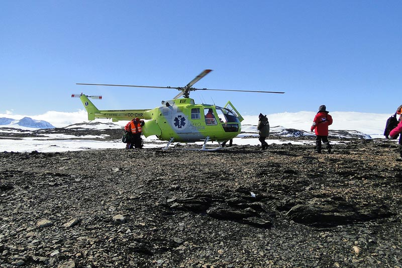 מסוק לחופי איים בים וודל באנטארקטיקה - Wild Travel