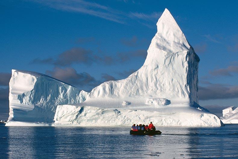 קרחון צף בים האנטארקטי - Wild Travel
