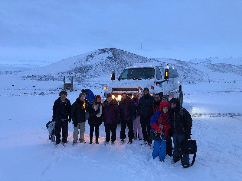 הקבוצה שלנו באיסלנד ליד סופר ג'יפ לפני סיור למערת קרח   Wild Travel