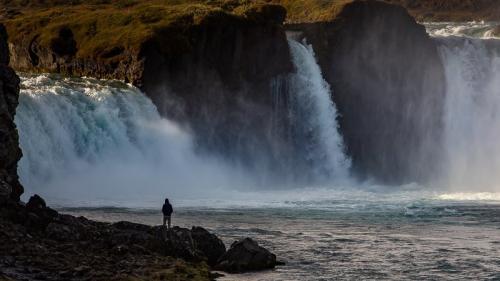 מפלי האלים בצפון איסלנד - Wild Travel