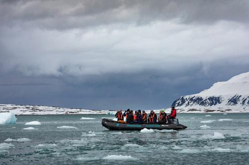 הפלגה בזודיאק ליד קרחונים, שפיצברגן - Wild Travel