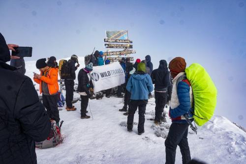 הקבוצה בפסגת ההר - אוהורו - קילימנג'רו, טנזניה - Wild Travel