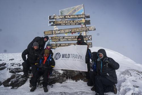 הקבוצה שלנו על פסגת הקילימנג'רו - Wild Travel