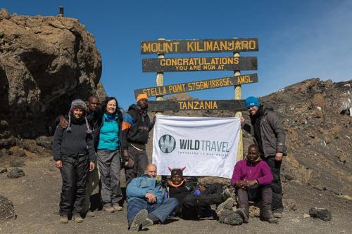 על הקלדה, מטרים מפסגת הקילימנג'רו - Wild Travel