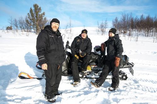 הצוות הפיני שלנו בלפלנד - Wild Travel