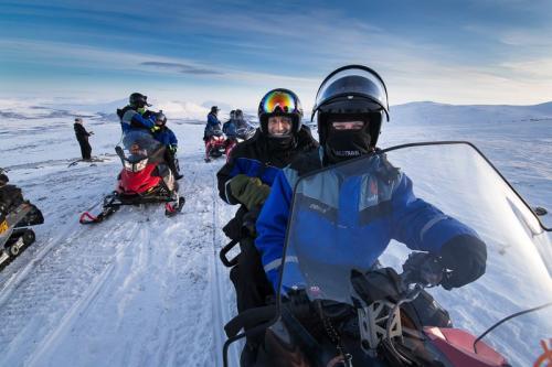 אופנועי שלג על האלפים הסקנדינבים בצפון לפלנד - Wild Travel