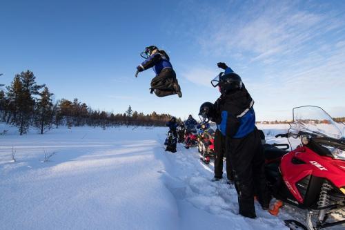 עושים שטויות בשלג, לפלנד - Wild Travel