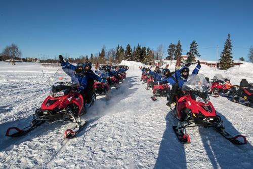 אופנוע שלג בצפון לפלנד - Wild Travel