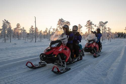 מסע אופנועי שלג בצפון לפלנד - Wild Travel