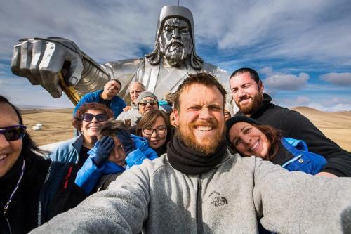 הפסל של ג'ינגס חאן בדרך לפאק הלאומי טרלג' - Wild Travel
