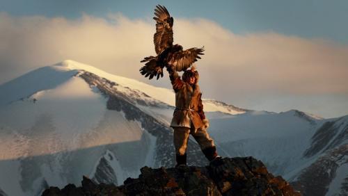 צייד קזחי עם עיט זהוב בהרי האלטאי במערב מונגוליה - Wild Travel