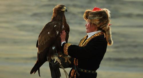 אה שול פאן, ציידת העיטים הקזחית הראשונה במונגוליה - Wild Travel