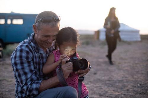 שייקה מלמד צילום ילדה ממשפחת נוודים, מונגוליה - Wild Travel