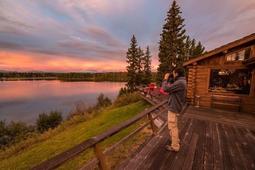 זריחה מהביקתה של דנקן בנימפו לייק, קולומביה הבריטית, קנדה - Wild Travel