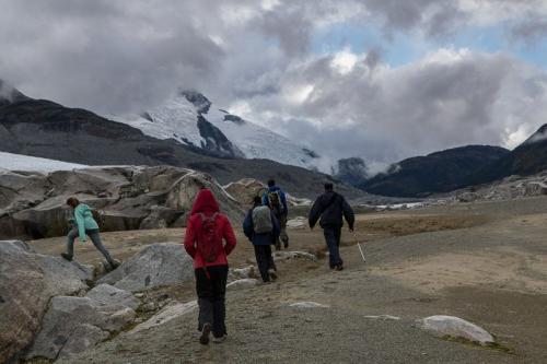 טרק סביב הקרחונים של אגם אייפ ברכס הרי החוף של קולומביה הבריטית, קנדה - Wild Travel