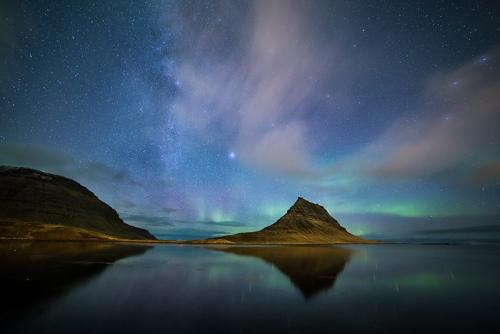 זוהר צפוני בהר הכנסיה שבחצי האי סניפלסנס במערב איסלנד - Wild Travel