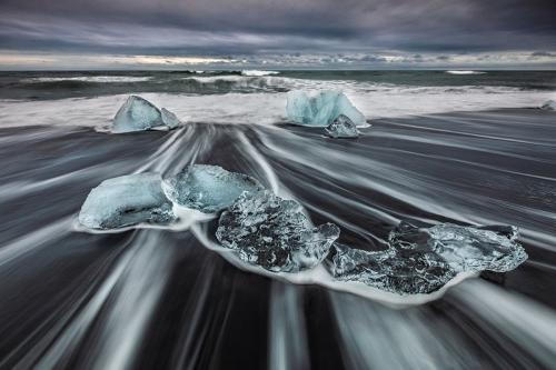 חוף הקרחונים בשקיעה ליד לגונת הקרחונים בדרום איסלנד - Wild Travel