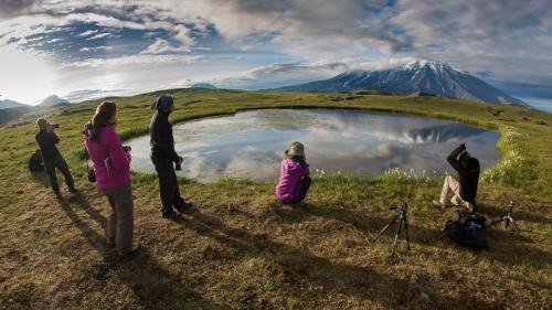 מצלמים את הר הגעש טולבצ'יק בזריחה, קמצ'טקה - Wild Travel