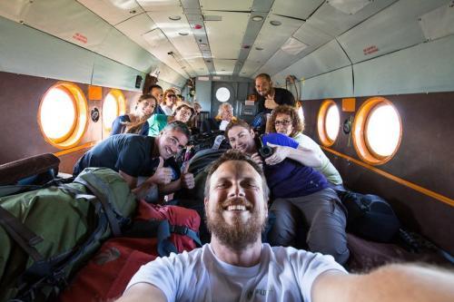 הקבוצה שלנו במסוק בדרך לאגם קוריל - Wild Travel