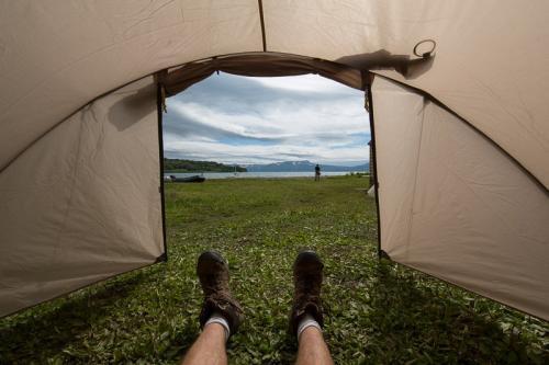 נוף לאגם מהאוהל באגם קוריל, קמצ'טקה - Wild Travel