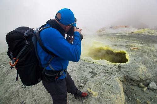קיטור וגופרית על הר הגעש מוטנובסקי, קמצ'טקה - Wild Travel