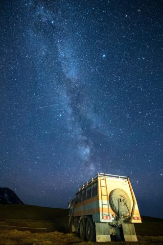 שביל החלב והקמאז שלנו למרגלות הר הגעש מוטנובסקי, קמצ'טקה - Wild Travel