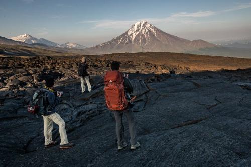 הקבוצה שלנו על שדה הלאבה של הר הגעש טולבצ'יק, קמצ'טקה - Wild Travel