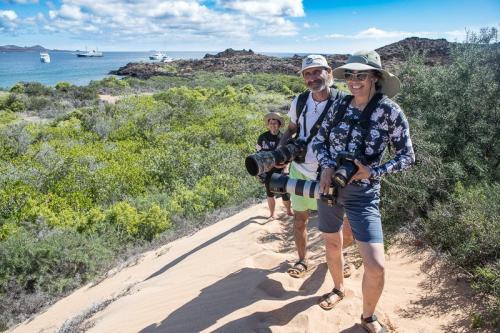 המטיילים שלנו חוצים את האי צפון סימור באיי גלפגוס - Wild Travel