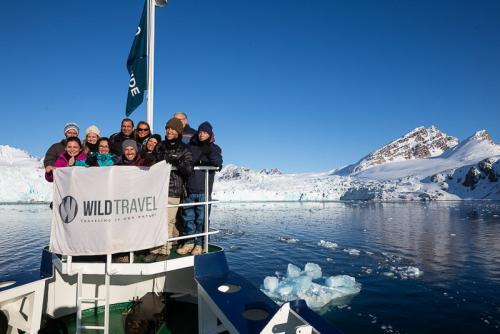 הקבוצה שלנו על האניה בצפון שפיצברגן - Wild Travel